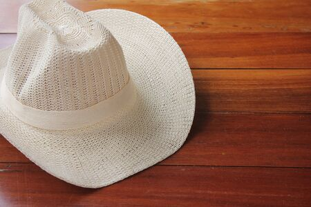 Summer mens sun hat on wooden surface. The concept of recreation and tourism. Banco de Imagens