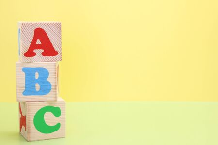 ABC -the first letters of the English alphabet on wooden toy cubes. Learn foreign languages. English for beginners. Copy space. Stok Fotoğraf - 133454004