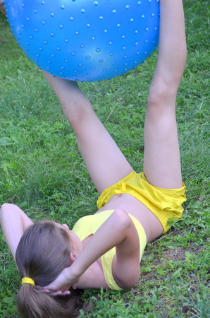 pres: Girl with Ball for Fitness
