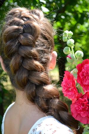 trenzas en el cabello: Chica con el pelo trenzado malva Foto de archivo