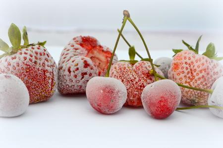 Mrożone owoce - truskawki i czereśnie