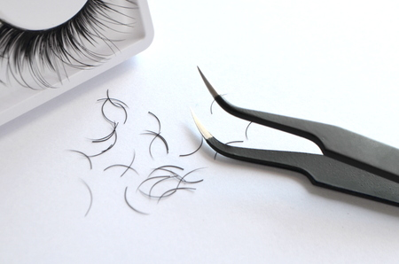 Eyelash technician one cilium, tweezers and artificial eyelashes Фото со стока - 69320891