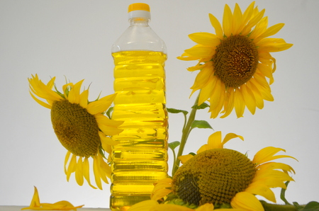 Sunflower-seed oil with sunflowers