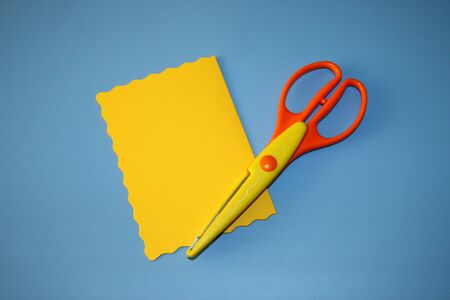 scissors and yellow paper for a greeting card Zdjęcie Seryjne