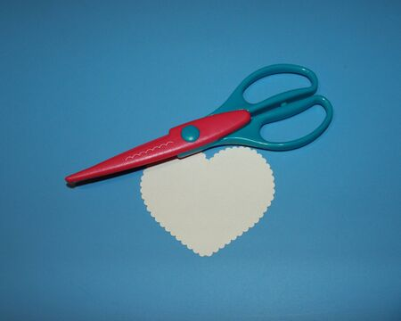 scrapbooking scissors, cloud pattern, cardboard cut in the shape of a heart Stok Fotoğraf