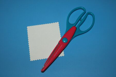 scrapbooking scissors, cloud pattern from white paper for notes Stok Fotoğraf - 129825988