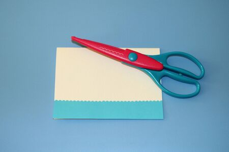 scrapbooking scissors, pattern wave of colored paper postcard Zdjęcie Seryjne