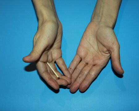 illusionist magician's hand hold wooden matches and demonstrate disappearance Banco de Imagens