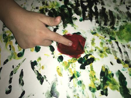 child fingers draw watercolor paints abstract flowers Zdjęcie Seryjne