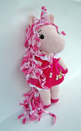 Crocheted amigurumi toy isolated on a white background Standard-Bild - 109944428