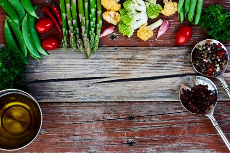 Vegetables. Fresh Bio Vegetable Over wooden Background. Top view. Banque d'images