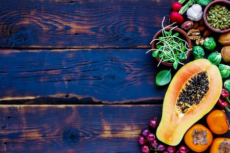 新鮮な野菜や果物、種子、ナッツ、スパイス、スーパー フード、ハーブ、菜食主義者のための調味料、アレルギーに優しい、きれいな食事、生食。