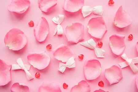 pink rose petals on pink background. 版權商用圖片 - 140992434