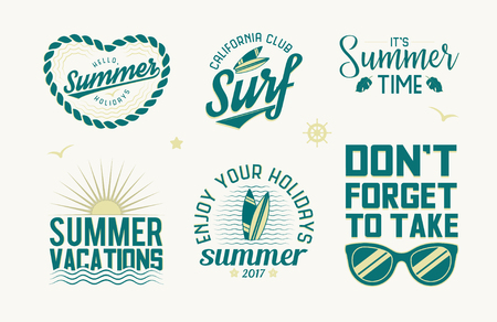 Nyári logók, címkék, emblémák és design elemek készlete. Nyári szünet, vakáció és szörfös évjáratok. Vektoros illusztráció, elszigetelt fehér háttérrel. Illusztráció