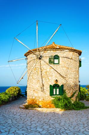 Hagyományos régi szép kő szélmalom Zakynthos szigetén, Görögországban