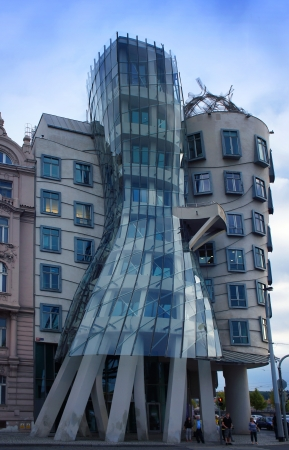 the dancing house: Casa Danzante en Praga, Rep�blica Checa