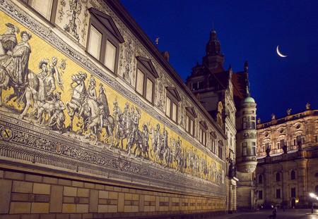 procession: Procesi�n de Dresden de los pr�ncipes Mosaico de noche Foto de archivo