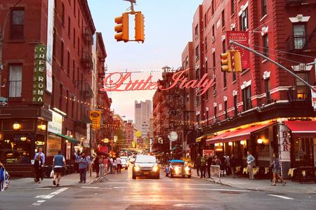 ニューヨーク市で、夕方の少しイタリア マルベリー通り。 写真素材 - 50390423