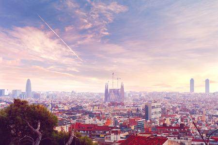スペイン バルセロナ日没スカイライン ビュー