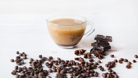 cafe bombon: Anis y chokolate negro en la ficha Foto de archivo