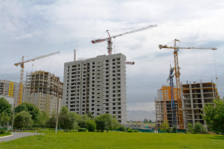 paesaggio industriale: Industrial landscape, construction of brick houses with cranes