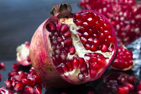 diet food fresh fruit healthy juicy natural organic pomegranate pomegranate vegetarian vitamins Archivio Fotografico