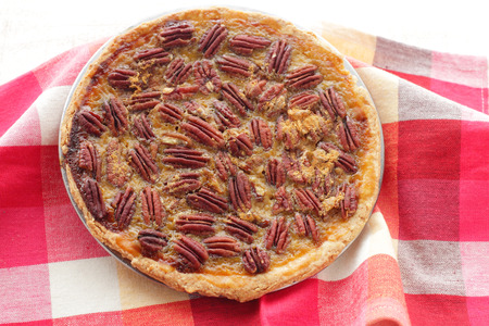 pecan pie: Homemade Maple Pecan Pie per le vacanze