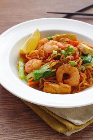 mie noodles: mie goreng, mi goreng, indonesian fried noodles