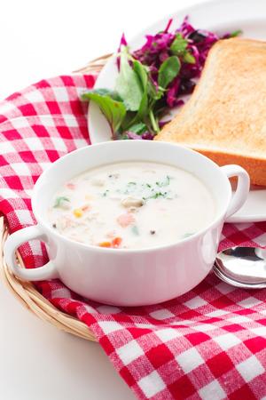 chowder: Clam chowder and bread
