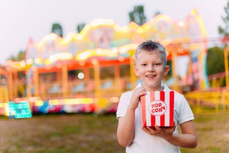 Popcorn and child festival fair with colorful background in blur Фото со стока - 132165803
