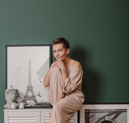 woman stylish pajamas inside bedroom interior green details spring paris 版權商用圖片