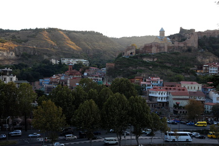 turistic: Panoramic View Of Old Tbilisi With Narikala Fortress In The Background