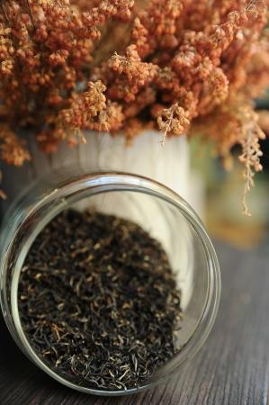 Les feuilles de th� dans un bocal en verre