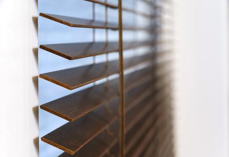 リビング ルームの窓の木製のシャッター。 写真素材