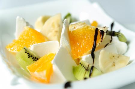 Ice cream with fresh fruit. Sliced bananas, oranges, kiwi. 版權商用圖片