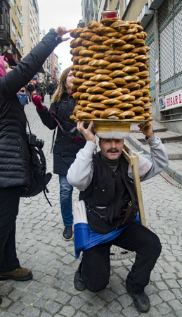 turkish bread: Istanbul, Turkey -January 3, 2015: A vendor sells simit, a type of Turkish bread, in the streets of Istanbul. Editorial