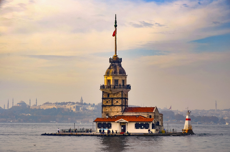 istanbul beach: The Maidens Tower (Turkish: Maidens Tower), also known as Leanders Tower since the medieval Byzantine period, is a tower lying on a small islet located at the southern entrance of the Bosphorus strait 200 m from the coast of ?sk??d is in Istanbul, Turk Stock Photo