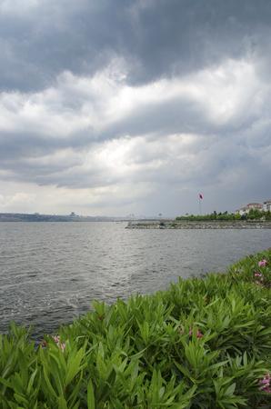 golu: Lake k���k�ek by the (Turkish: Kucukcekmece Golu) is a lagoon located between the Kucukcekmece, Flat and a hunter districts of the European portion of Istanbul Province, northwestern Turkey.