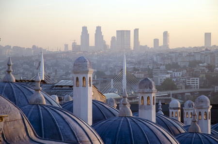 rabi: Sultan Suleiman (Suleymaniye) Madrasah (Rabi) metro bridge across the Golden Horn and the sunrise view of Istanbul Stock Photo