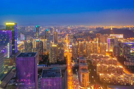 Qingdao nacht uitzicht op de stad van Shandong Redactioneel