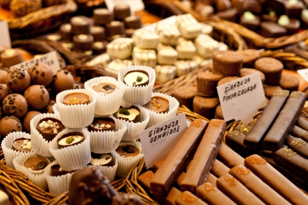 cafe bombon: Selecci�n de chocolate en una fila