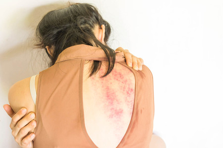 violencia sexual: a woman sitting on ground with arm around body with lower head, bruises on body, Sexual violence , sexual abuse, human trafficking on white