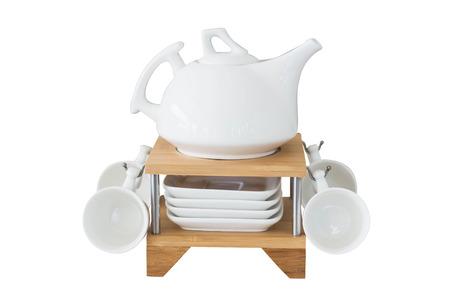 utensilios de cocina: vasos en el estante aislado en blanco