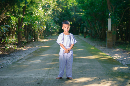 kid on white clothing , practice walking Meditation in forest tree with peace in min 版權商用圖片