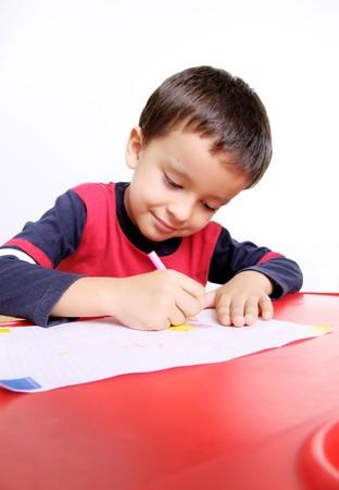 five years old: Bambino di cinque anni iscritto, lo sfondo bianco