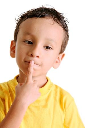Enfant pensée sur fond blanc. Image isolé