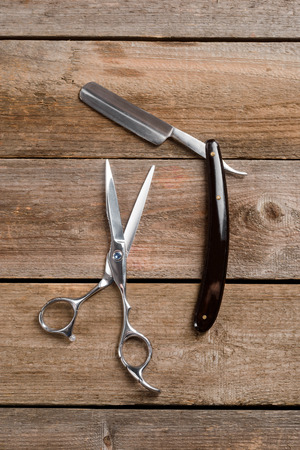 Straight razor and barber scissors 스톡 콘텐츠
