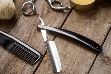 Comb and straight razor macro 版權商用圖片