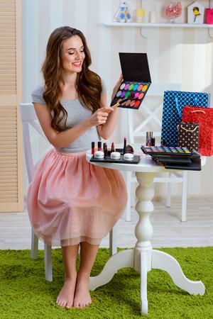 Holding eyeshadow makeup set Фото со стока