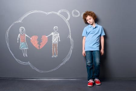 Sad child with broken heart Foto de archivo - 109659786